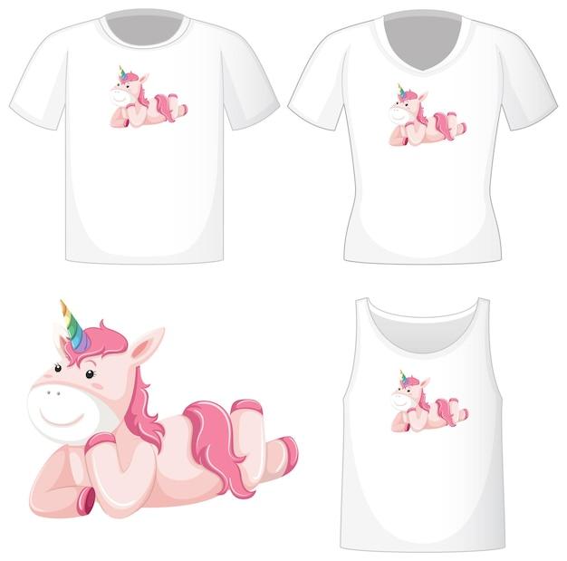 Logo di unicorno rosa carino su diverse camicie bianche isolate