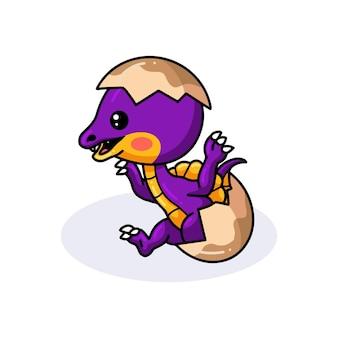 Милый фиолетовый маленький мультяшный динозавр вылупляется из яйца