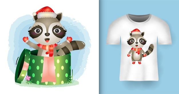 Tシャツデザインのギフトボックスでサンタ帽子とスカーフを使用してかわいいアライグマクリスマスキャラクター