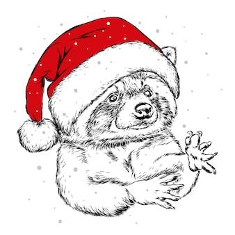 Милый енот в шляпе санта-клауса. новый год и рождество.