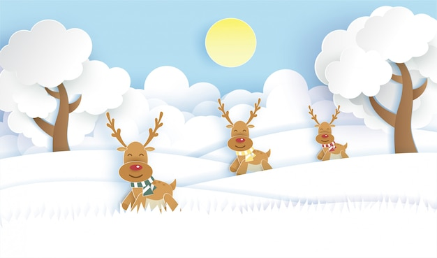 クリスマスの背景紙のカットとクラフトスタイルの雪の森でかわいいトナカイ。