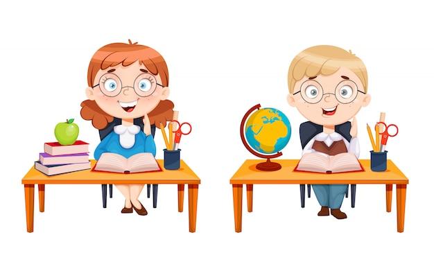 Симпатичная школьница и школьник сидят за партами