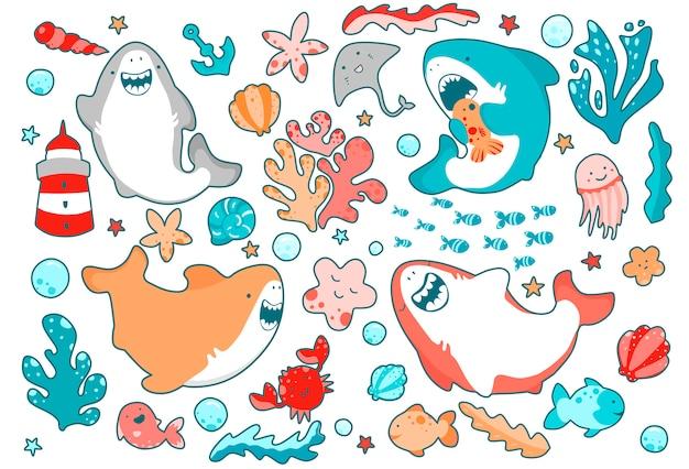 Милые морские герои, забавные акулы, эмоционально улыбающиеся, плавающие в океане среди водорослей.
