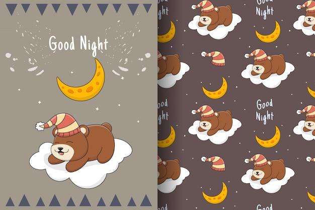雲のシームレスなパターンとカードのかわいい眠っているクマ