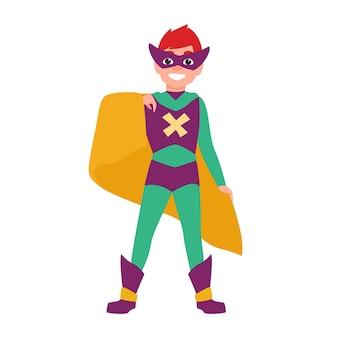 귀여운 웃는 슈퍼보이 또는 슈퍼차일드. 마스크, 바디수트, 망토를 쓴 행복한 소년이 강력한 위치에 서 있습니다. 환상적인 꼬마 영웅 또는 초능력을 가진 비밀 요원. 플랫 만화 벡터 일러스트 레이 션.