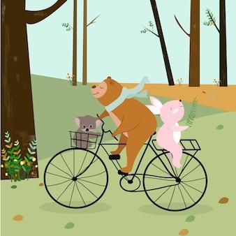 Милый плюшевый мишка, кролик и коала развлекаются на велосипеде в лесу.