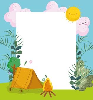 귀여운 텐트 캠프파이어와 빈 보드