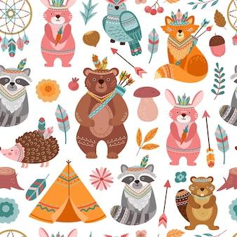 かわいい部族の動物の質感。明るい動物、矢印の付いた森のインディアンキツネ。子テキスタイルプリント、楽しい森のベクトルのシームレスなパターン。部族の野生動物、部族の森の動物のイラストとテキスタイル