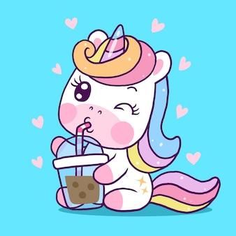 Милый единорог мультфильм пить чай с молоком боба, изолированные на синем фоне
