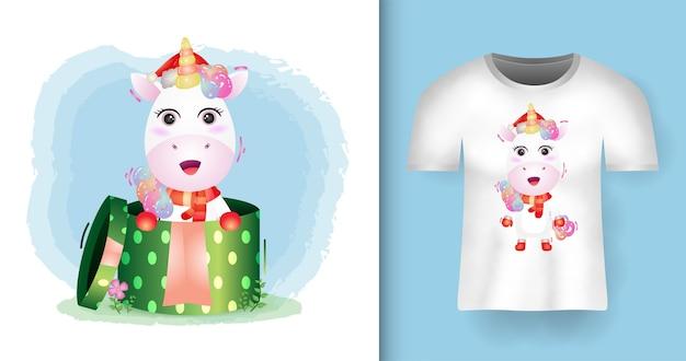 Симпатичные рождественские персонажи-единороги в шапке санта-клауса и шарфе в подарочной коробке с дизайном футболки