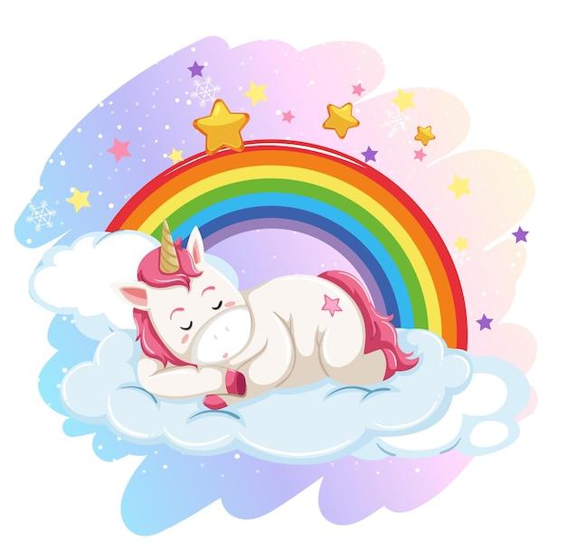 Simpatico unicorno sdraiato su una nuvola nel cielo pastello con arcobaleno