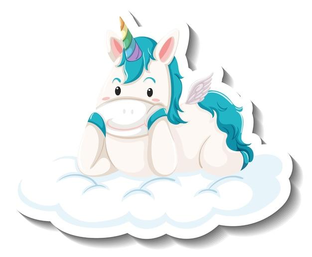 Милый единорог, лежащий на облаке на белом фоне