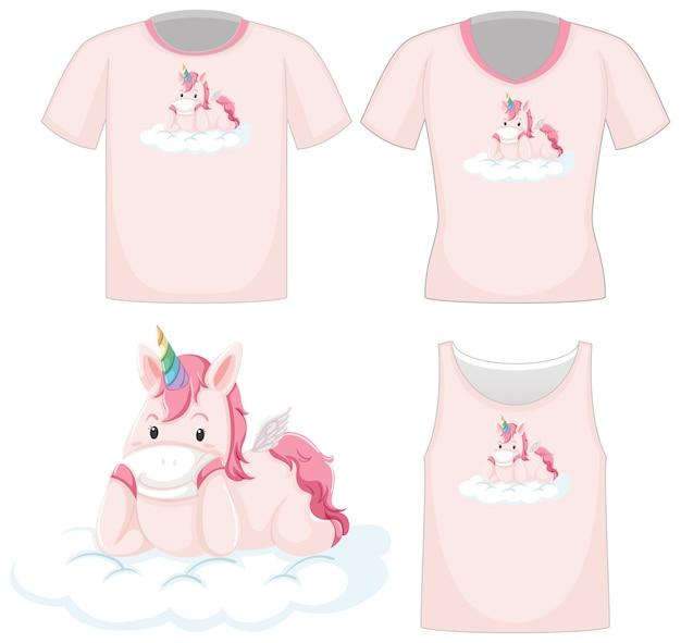 흰색 배경에 고립 된 다른 분홍색 셔츠에 귀여운 유니콘 로고