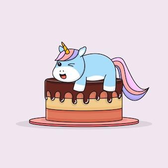Милый единорог на вершине торта со счастливым лицом