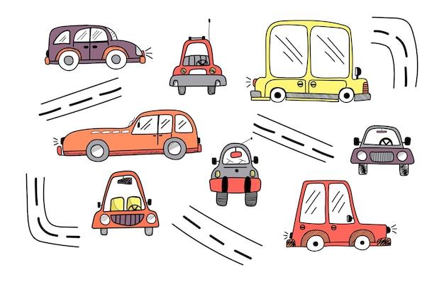 Симпатичный векторный набор детских цветных автомобилей в стиле каракули и дорогих изолированных элементов