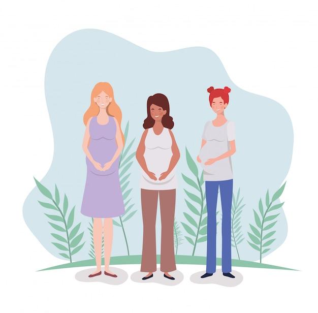 Симпатичная беременность женщины в ландшафте