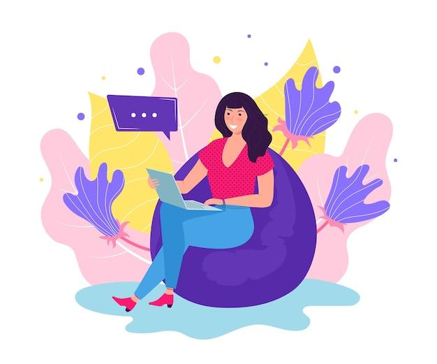 ラップトップコンピューターで快適なフレームレスの椅子に座っているかわいい若い女性。フリーランスで働くコンセプトの女の子。フリーランサーの日常生活、日常生活。フラットなイラスト、花の背景。
