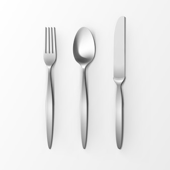 銀フォークスプーンとナイフのトップビューが白い背景で隔離のカトラリーセット。テーブルセッティング