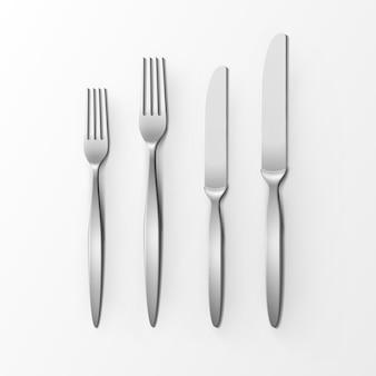 Набор столовых приборов из серебряных вилок и ножей, вид сверху, изолированные на белом фоне. сервировка стола