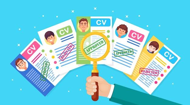 Резюме бизнес cv и увеличительное стекло в руке. собеседование, подбор персонала, поиск работодателя, найм