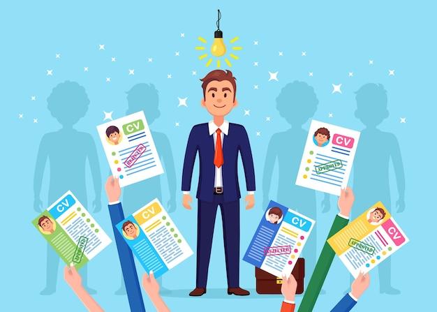 Cv бизнес резюме в руке, изолированные на фоне. удивленный счастливый человек с лампочкой. собеседование, набор, поиск работодателя, концепция найма. концепция человеческих ресурсов hr. мультфильм дизайн