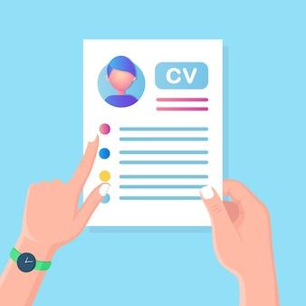 Cv бизнес резюме в руке. собеседование, подбор персонала, поиск работодателя, найм. человеческий ресурс