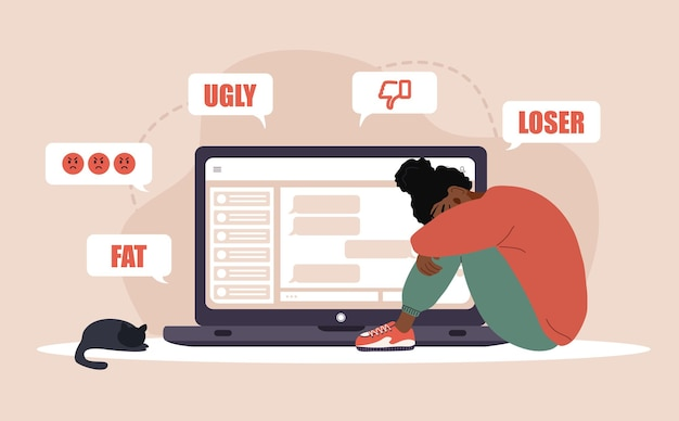 사이버 왕따. 팝업 메시지를 받는 노트북으로 슬픈 아프리카 여성. 온라인 학대 개념입니다.