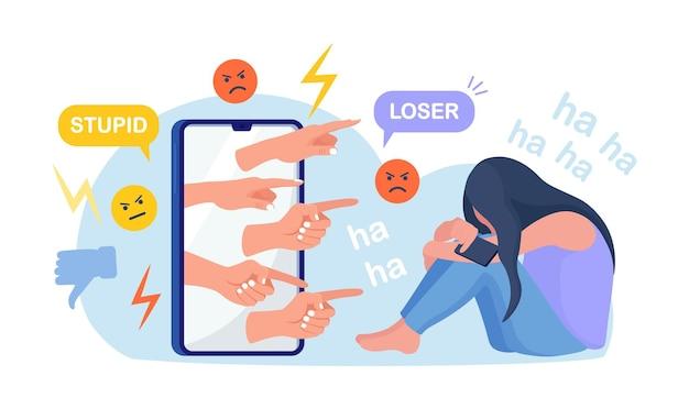 Кибер-издевательства. грустная девочка-подросток сидит перед телефоном с неприязнью в социальных сетях, издевательства. подавленная молодая женщина после оскорблений, ругани, словесных оскорблений в интернете. депрессия, концепция стресса