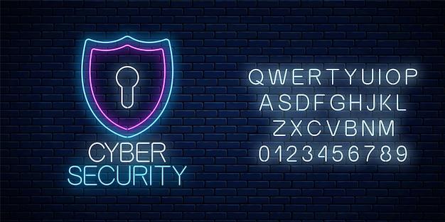 Кибербезопасность светящийся неоновый знак с алфавитом на фоне темной кирпичной стены. символ защиты интернета с щитом и замочной скважиной. векторная иллюстрация.