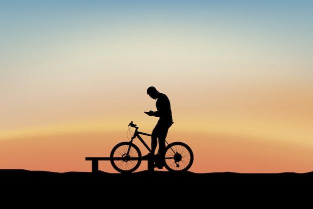 Велосипедист держит телефон