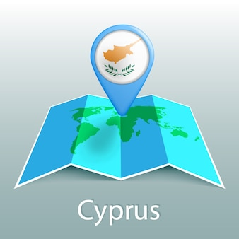 灰色の背景に国の名前とピンでキプロスの旗の世界地図