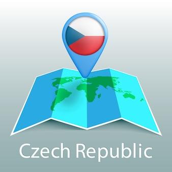 灰色の背景に国の名前とピンでチェコ共和国の旗の世界地図