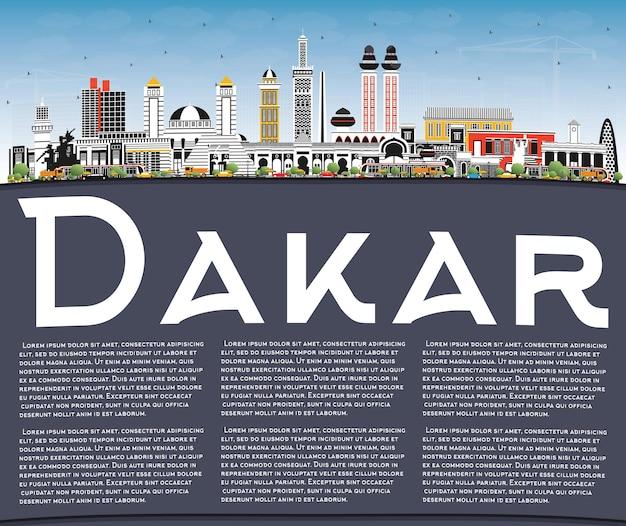 色の建物、青い空、コピースペースのあるダカールセネガルの街のスカイライン。ベクトルイラスト。歴史的建造物との出張とコンセプト。ランドマークのあるダカールの街並み。