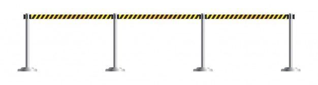 危険は引き込み式のベルト支柱です。制限区域と危険区域用のポータブルリボンバリア。黒と黄色の警察のテープまたは境界線。白い背景で隔離の空港フェンス。