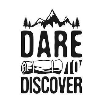 Dare to discover - camp adventure graphic for t-shirt, принты. урожай рисованной на открытом воздухе силуэт эмблема. ретро летняя зимняя туристическая этикетка, необычный значок. фондовый вектор изолированы.