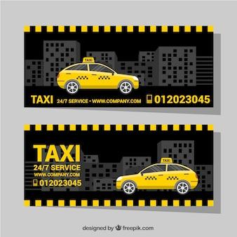 도시에서 택시와 어두운 배너