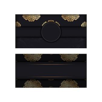 Открытка темного цвета с золотым греческим орнаментом