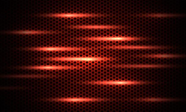 明るいフラッシュと濃い赤の背景の赤い六角形の炭素繊維のテクスチャ