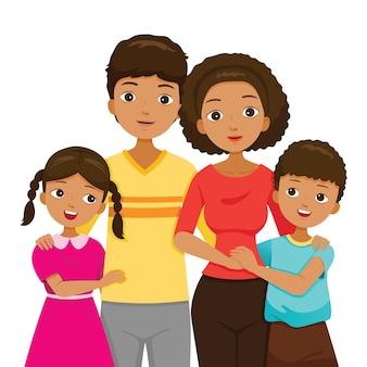娘と息子が両親を抱き締め、暗い肌の家族が一緒に幸せ