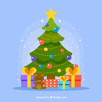 Украшенная елка с подарками под ней