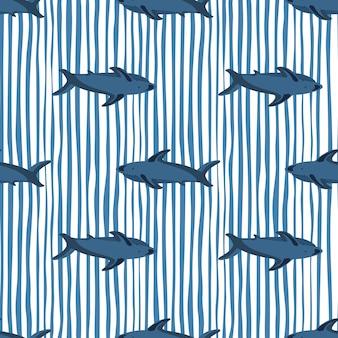 Декоративный бесшовный образец с формами темно-синей акулы. белый и синий полосатый фон. простая печать.