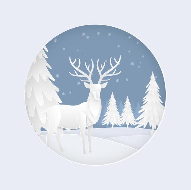 겨울 시즌에 눈이 숲에서 사슴 가족. 크리스마스 카드