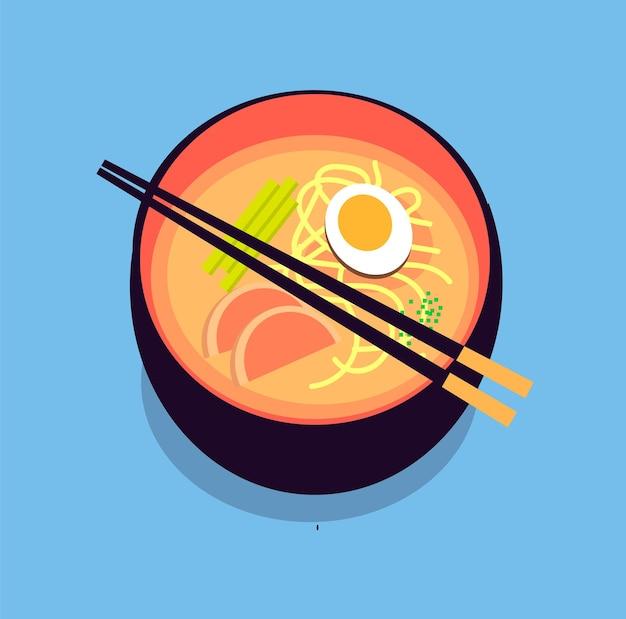 Вкусный японский рамэн с яйцом и беконом в черной тарелке на синем