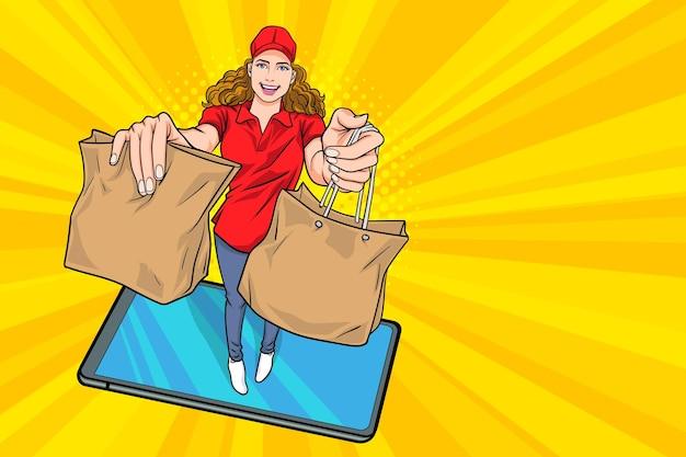 음식 팝 아트 만화 스타일로 종이 패킷을 들고 배달 여성 택배