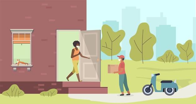 패키지를 집으로 배달합니다. 보호 마스크를 쓴 택배와 여성, 오토바이에 상자가 있는 남자에게서 집으로 소포를 건네주는 비접촉 쇼핑 서비스 개념 만화 플랫 벡터 일러스트레이션