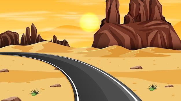 Paesaggio della foresta del deserto di notte con una lunga strada
