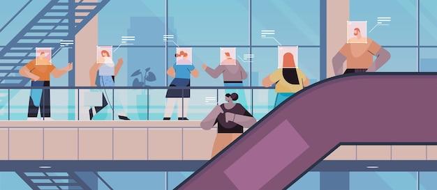 Обнаружение и идентификация людей в торговом центре система распознавания лиц ai анализирует большие данные