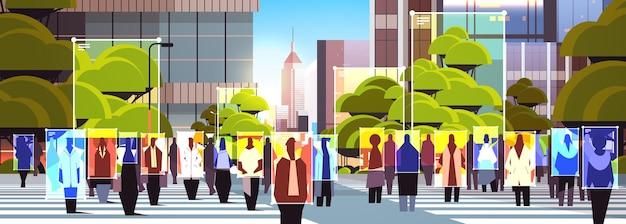 Обнаружение и идентификация людей на городской улице; система распознавания лиц; ai анализирует большие данные.