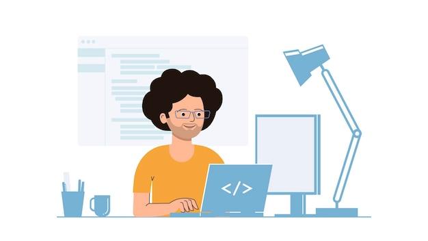 Разработчик работает на ноутбуке