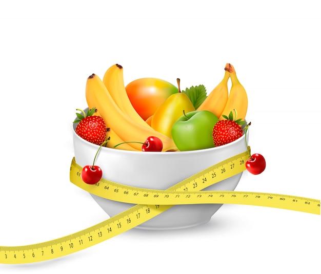 Диетическое питание фрукты в миску с рулеткой. концепция диеты. иллюстрация